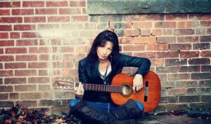 Девушка с гитарой
